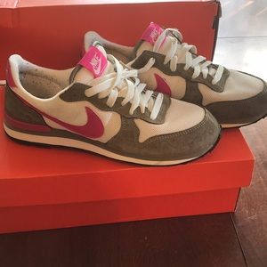 Nike Sneakers Size 8